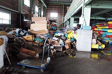 石巻サービスセンターでは、津波をかぶった資材をきれいにし、緊急用として工事会社に提供した。